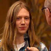 Randy van Halen, winnaar van het Groot Dictee in 2014, wordt geïnterviewd door Philip Freriks.