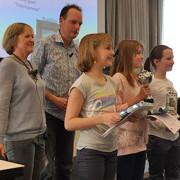 Bunnik Dictee van 2015: het erepodium bij de jeugd. Links professor Anneke Neijt.